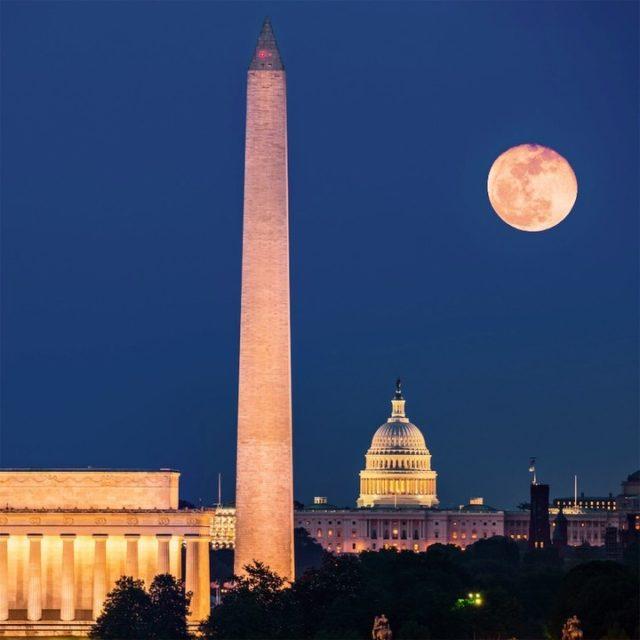 DC mall moon